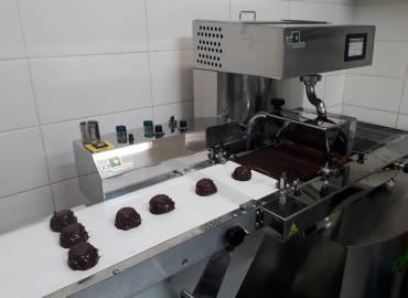 Инсталляция: оборудование ICB для глазурирования шоколадом